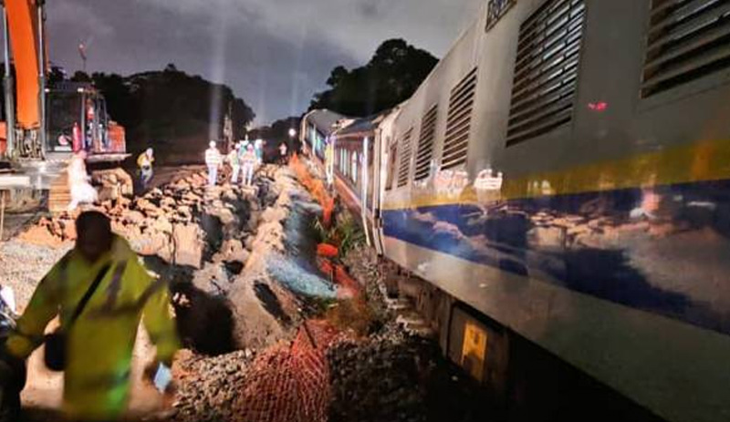 Kereta api lima gerabak dari Gemas tergelincir